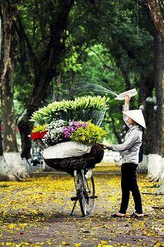 Street flower sellers in Hanoi - Vietnam