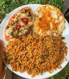 Indian Foods, Indian Snacks, Indian Food Recipes, Ethnic Recipes, Potato Lasagna, Maggi Recipes, Yummy Bites, Grey Dresses, Sunday Breakfast