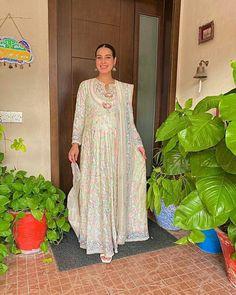 Click on Visit for Video - Full Video on Youtube Eid Dresses, Pakistani Dresses, Indian Dresses, Iqra Aziz, Ayeza Khan, Pakistani Actress, Celebs, Celebrities, Celebrity Dresses