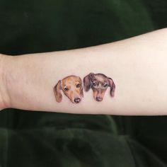 We love animal tattoos, especially this dog portrait by ✨🖤🤯 Daschund Tattoo, Tattoo Perro, Tatoo Dog, Time Tattoos, Body Art Tattoos, Hand Tattoos, Cool Tattoos, Small Dog Tattoos, Tattoos For Women Small