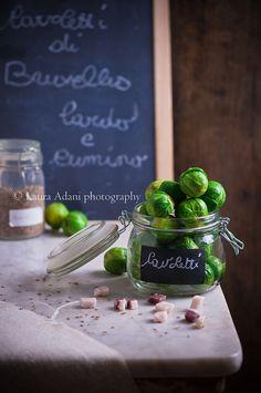 brussels sprouts by Laura Adani, via Flickr    http://iocomesono-pippi.blogspot.it/2013/01/cavoletti-lardo-e-semi-di-cumino.html