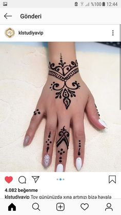36 Beautiful Henna Tattoo Design Ideas - Henna tattoo is one of the antiquated practices of the general population from the Center East Asian nations that were passed on from age to age and d. Small Henna Designs, Henna Tattoo Designs Simple, Beginner Henna Designs, Mehndi Designs For Hands, Mehandi Designs, Easy Mehndi Designs, Henna Tattoo Hand, Small Henna Tattoos, Hand Tattoos