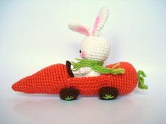 Rabbit in carrot car, too cute!  -- Now I've seen everything! Yes, cute, cute, cute! :-)