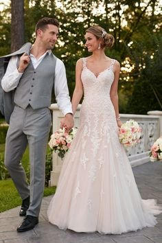 Style 6401, modern A-line lace wedding dress, Stella York #weddingdress