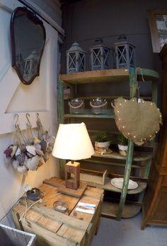 Muebles restaurados y complemwntos de Navidad en Malana's Workshop Mercantic Sant Cugat Barcelona