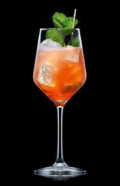 Entdecken Sie die riesige Vielfalt unserer Rezepte für leckere Longdrinks und Cocktails, ob mit oder ohne Schweppes