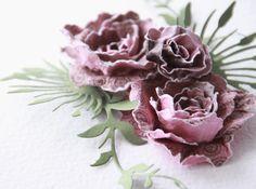 Efektowne kwiaty na których wykonanie wystarcza 3 minuty :) Powstały z papierów ILS i od UHKa   Ponizej prosty sposób na efektowne kwiaty z...