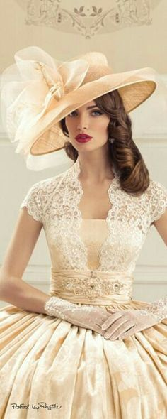 ~Glamour and elegance of the perfect lady. Vintage Dresses, Vintage Outfits, Vintage Fashion, Vintage Beauty, Beautiful Gowns, Beautiful Outfits, Gorgeous Dress, Look Retro, Retro Style
