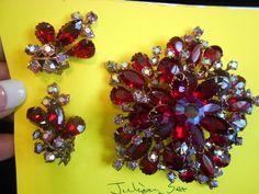 VINTAGE JULIANA HUGE RED RUBY 3D STARBURST, RHINESTONE BROOCH/EARRINGS SET