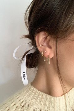 No Piercing Pair Ear Cuffs/ Criss Cross Ear Jacket and Two Rings Ear Cuff/piercing imitation/twisted hoops cartilage ear cuff manschette - Custom Jewelry Ideas Innenohr Piercing, Spiderbite Piercings, Peircings, Triple Lobe Piercing, Pretty Ear Piercings, Rook Piercing Jewelry, Double Ear Piercings, Crystal Earrings, Ear Piercings