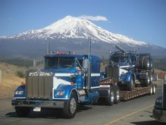 Classic big rigs, just stylin ;) KW W900 & 50's KW logger.