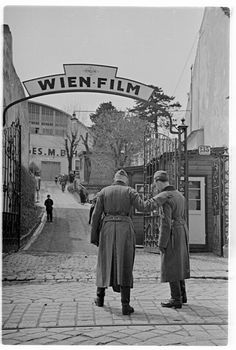Wien Film Vienna 1941 Heart Of Europe, Austro Hungarian, Black And White Pictures, Vintage Travel, Vienna, Old World, Street Photography, Medieval, Past