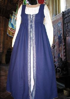 Gorgeous Navy Blue Irish Style Overdress    If you need a flattering, low maintenance medieval or renaissance overdress look no further! Heres