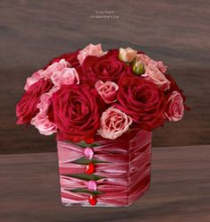 33 Beautiful Valentine Flower Arrangements That You Will Like - Flowers are one of the most popular gifts given and sent on Valentines day. Sons buy a pretty posy for their mom, boys buy them for their girlfriends,. Valentine Flower Arrangements, Valentines Flowers, Beautiful Flower Arrangements, Valentine Decorations, Valentine Gifts, Floral Arrangements, Valentine Ideas, Birthday Decorations, Bouquets