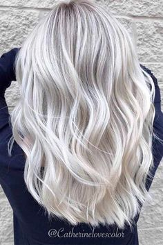 Summer hair colour trends to know for 2019 from blonde to brunette rose gold pink and even dark black hair colours. Pearl Blonde, Silver Blonde Hair, Blonde Hair Shades, Blonde Hair Looks, Blonde Hair With Highlights, Platinum Blonde Hair, Hair Color For Black Hair, Blonde Color, Color Highlights