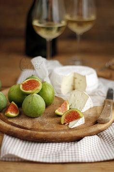 Figs goat cheese and white wine