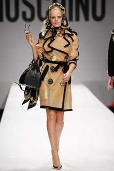 Moschino Spring 2015 Ready-to-Wear Fashion Show - Hanne Gaby Odiele