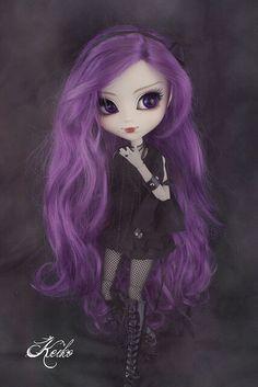 I love her purple hair