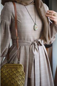 Balon Kol Vizon Elbise – Fashion and Street Styles on Internet Abaya Fashion, Muslim Fashion, Fashion Dresses, Fashion Muslimah, Hijab Elegante, Hijab Chic, Hijab Abaya, Hijab Dress, Estilo Abaya