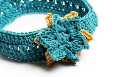 Versatile and very easy crochet pattern for girls' headband.
