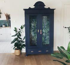 #anniesloan #chalkpaint #oxfordnavy #cabinet #furniturerenovation Leaf Prints, Annie Sloan, Plant Decor, Chalk Paint, Bookcase, Sweet Home, Cabinet, Painting, Inspiration