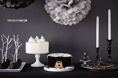 Halloween Sweet Table in Black and White | Nicest Things - Food, Interior, DIY: Halloween Sweet Table in Black and White