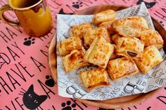 Pretzel Bites, French Toast, Bread, Breakfast, Recipes, Food, Morning Coffee, Brot, Essen