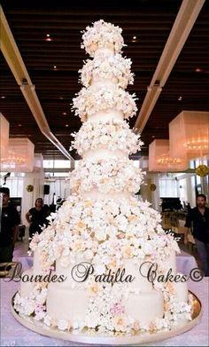 Romantic wedding cake, by Lourdes Padilla
