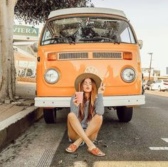 When it is 100 degrees in October.you go to the beach ☀️ I would also like to point out that this is my real hair (no extensions!) It is finally growing via Vw Bus, Bus Camper, T6 California, Bus Girl, Photo Grid, Foto Casual, Instagram Pose, Photos Tumblr, Insta Photo Ideas