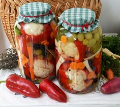 A tasty sounding mixed pickle recipe. Mixed Pickle, Romanian Food, Preserving Food, Diy Food, Preserves, Celery, Pickles, Cucumber, Frozen