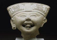 Veracruz, 600-800. Las figuras con caras sonrientes en términos generales son típicos de la zona centro de Veracruz. A pesar de que parecen estar riendo, sus expresiones faciales más probablemente representan la intoxicación ritual. El Instituto de Arte de Minneapolis.