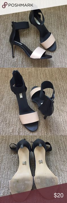 Gorgeous Vera Wang heels! Worn once for about an hour. Super cute! EUC. Elastic around the ankle is super comfortable making them a great evening shoe! Simply Vera Vera Wang Shoes Heels