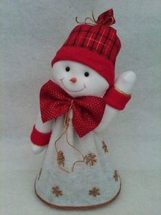 My mom made this Christmas Crafts Sewing, Easy Christmas Ornaments, Felt Christmas Decorations, Felt Ornaments, Simple Christmas, Christmas Holidays, Christmas Gifts, Snowman Crafts, Felt Crafts