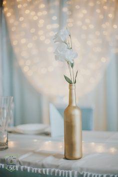 A hideg fehér fényfüggöny, tökéletes kiegészítő a serenityhez. Fotó: Lakatos Gergely Serenity, Vase, Home Decor, Decoration Home, Room Decor, Jars, Vases, Interior Decorating, Jar