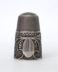 filigree thimble with vacant cartouche. Sewing Box, Sewing Tools, Sewing Hacks, Sewing Circles, Vintage Sewing Notions, Antique Sewing Machines, Sewing Baskets, Needle Book, Sewing Accessories