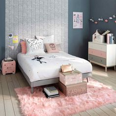 Teenage bedroom ideas grey room grey and pink grey and rose gold bedroom ro Modern Teen Bedrooms, Pink Bedrooms, Teenage Girl Bedrooms, Trendy Bedroom, Girl Rooms, Bedroom Romantic, Bedroom Girls, Gold Bedroom, Bedroom Wall