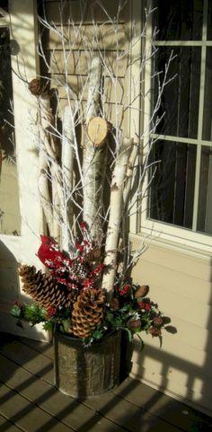 Nice 36 Adorable Christmas Porch Décoration Ideas. More at https://trendecor.co/2017/11/01/36-adorable-christmas-porch-decoration-ideas/