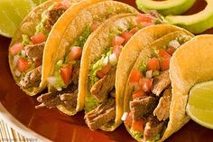 Read this article about the variety of Latin American cuisine in the USA, and the flavours it offers. After reading it, complete the activities. It is an authentic article published by the BBC in Spanish. Latin American Food, Latin Food, Milanesa, Tacos Mexicanos, Ground Beef Tacos, Mexican Food Recipes, Ethnic Recipes, Energy Snacks, Food Preparation
