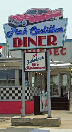 Eat in a classic American Diner / Pink Cadillac Diner, Rochester, New Hampshire Bar Vintage, Vintage Diner, Vintage Neon Signs, Retro Diner, 1950s Diner, Vintage Hawaii, Vintage Industrial, Vintage Travel, Industrial Style