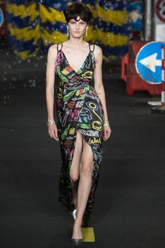 Moschino Spring 2016 Ready-to-Wear Collection - Vogue