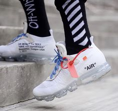 """Nike x Off-White """"White"""" Vapormax. April 2018. Off White Virgil Abloh, Foot Locker, Sneaker Boots, Sneakers Fashion, Shoes Sneakers, Hot Shoes, Dream Shoes, Fitness Fashion, Shoe Game"""