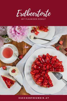 Rezept für köstliche Torte mit einem schnell gemachten flaumigen Biskuitboden und Erdbeeren. Bruschetta, Ethnic Recipes, Desserts, Food, Gelee, Peach, Raspberries, Food Food, Recipies