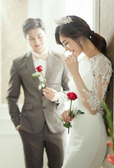 korea pre wedding Korea before wedding . Pre Wedding Poses, Wedding Couple Photos, Pre Wedding Photoshoot, Wedding Pics, Wedding Couples, Wedding Bride, Wedding Dresses, Wedding Arbors, Wedding Themes