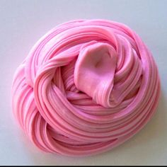 This fluffy slime recipe is easy to make at home! Here are the recipe and step-by-step instructions to make this super fluffy and stretchy slime yourself. Pink Fluffy Slime, Super Fluffy Slime, Fluffy Slime Recipe, Making Fluffy Slime, Easy Slime Recipe, Borax Slime, Slime No Glue, Glitter Slime, Glitter Gif