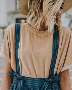 Trendy Ideas For Summer Outfits : Velvet Shirt + Overall Skirt - Fashion Inspire Hippie Stil, Overall Skirt, Inspiration Mode, Fashion Inspiration, Look Vintage, Looks Style, Boho Looks, Mode Style, Passion For Fashion