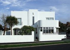 p/art-deco-house-birchington-on-sea-kent - The world's most private search engine Architecture Photo, Amazing Architecture, Modern Architecture, Art Deco Stil, Art Deco Home, Bauhaus, Beautiful Buildings, Beautiful Homes, Deco House