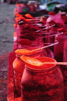 Vermillion powder (Sindoor) for sale on Kolkata streets. Married, Hindu women appply the powder on their forehead and hair parting. Indian Colours, India Culture, Color Of Life, India Travel, Kolkata, Incredible India, My Favorite Color, Namaste, The Incredibles