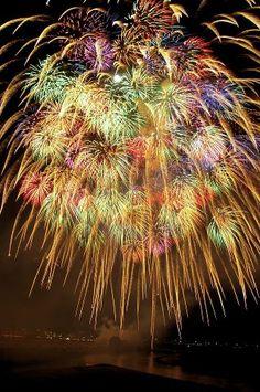 Fireworks (hanabi: 花火) in Japan Fireworks Pictures, Best Fireworks, 4th Of July Fireworks, Fireworks Photography, Nature Photography, Fire Works, Hanabi, Bonfire Night, Sparklers