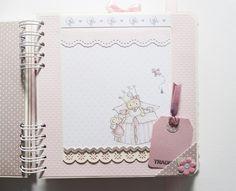 Heli Papeles ♥ Scrapbook Albums, Scrapbook Cards, Scrapbook Layouts, Scrapbooking, Baby Girl Scrapbook, Mini Photo, Baby Shower, Big Shot, Paper Craft