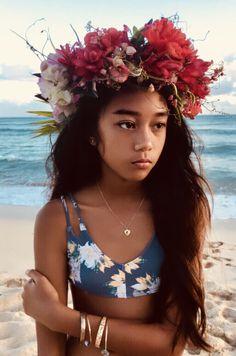 Tropical Hawaiian mixed  flower crown Hawaiian People, Hawaiian Woman, Hawaiian Girls, Hawaiian Flowers, Hawaiian Hair, Leis, Beautiful Children, Beautiful People, Crown Aesthetic